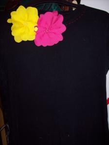 blacktshirt_yell_pink_flowe